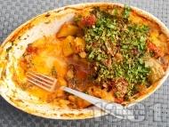 Рецепта Вкусен постен летен гювеч с картофи, чушки, домати и патладжани на фурна